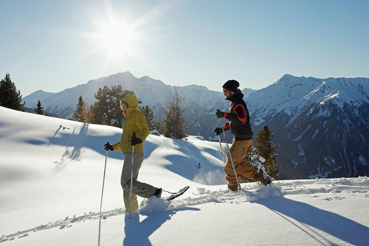 Schneeschuhwandern in Tirol: In den verschneiten Bergen Tirols können Urlauber viel mehr erleben als Skifahren und Langlaufen