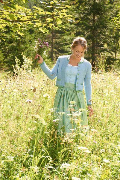 Interview mit Magdalena Neuner. Magdalena Neuner 29, ist in Garmisch-Partenkirchen geboren. 2014 heiratete Neuner den Zimmerermeister Josef Holzer, dessen Nachnamen sie offiziell trägt. Im selben Jahr kam die gemeinsame Tochter Verena Anna zur Welt.