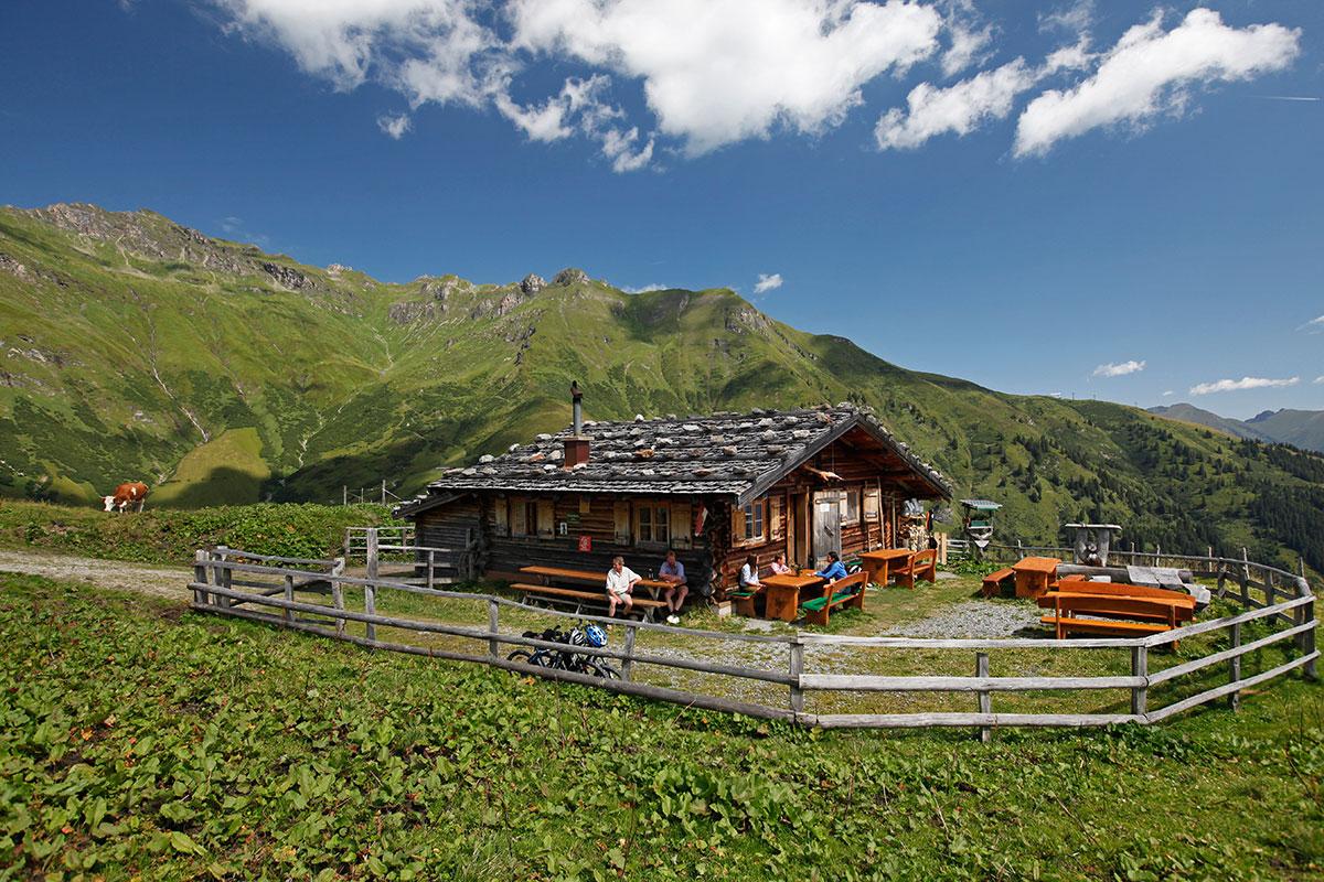 Almen in Österreich Gadaunererhochalm. Die Feldinghütte gilt vielen als Vorplatz zum Paradies