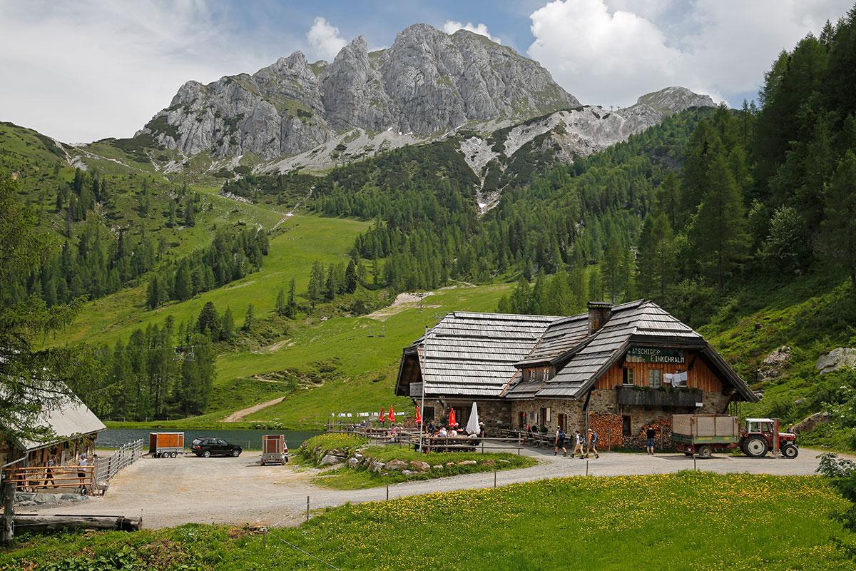 Almen in Österreich Watschingeralm. Hier gibt´s Würste, Speck und Bergkäse: wohl bekomm`s!