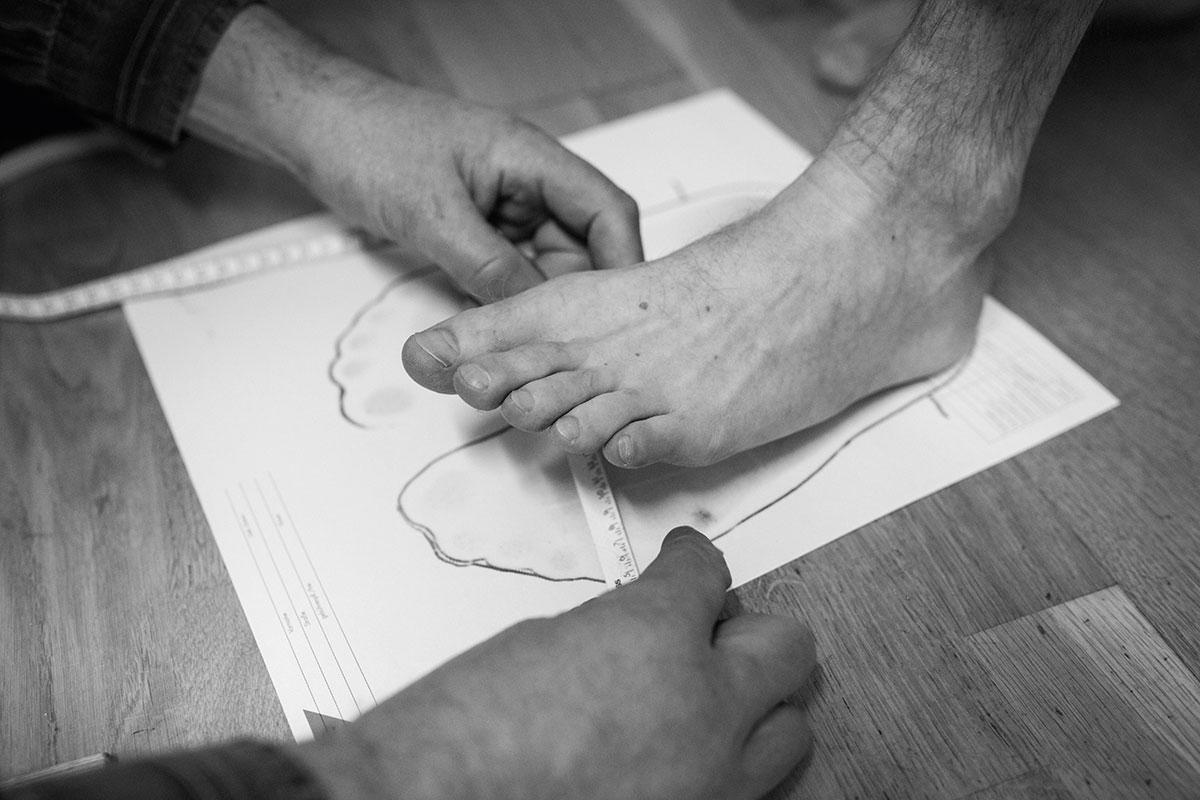 Die Schuster Xaver und Markus Nöß fertigen Haferlschuhe in Handarbeit