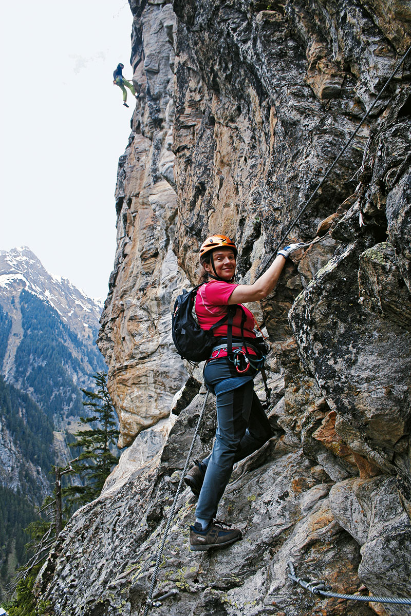 Klettersteig-Tourentipp Nase. Auf Höhe des Klettergartens geht's auch auf dem Klettersteig richtig zur Sache!