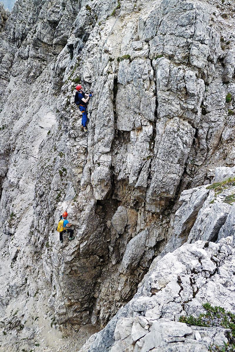 Die etwas mürbe Ausstiegskante. Klettersteig Lachenspitze Nordwand-Klettersteig-2