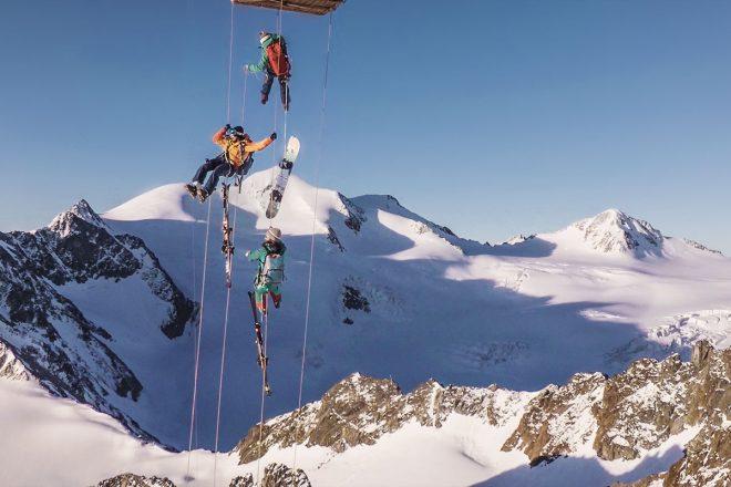 """Balloonskiing Heimschnee. Mit einem Heißluftballon steuert die """"Heimschnee""""-Crew bislang unerreichbares Tiefschneegelände an"""