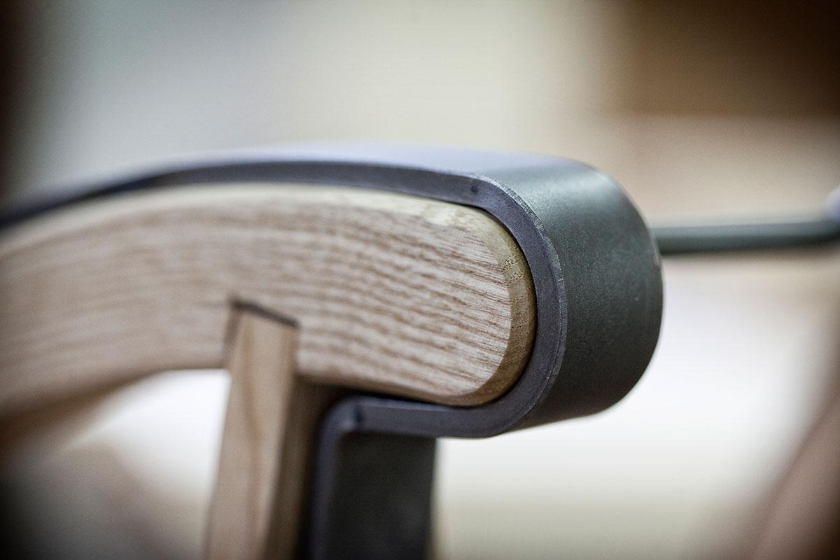 Davoser Schlitten – Auf zu neuen Kufen. Um die Kufen stabiler zu machen, nutzt Ardüser einen speziellen Stahl aus Italien