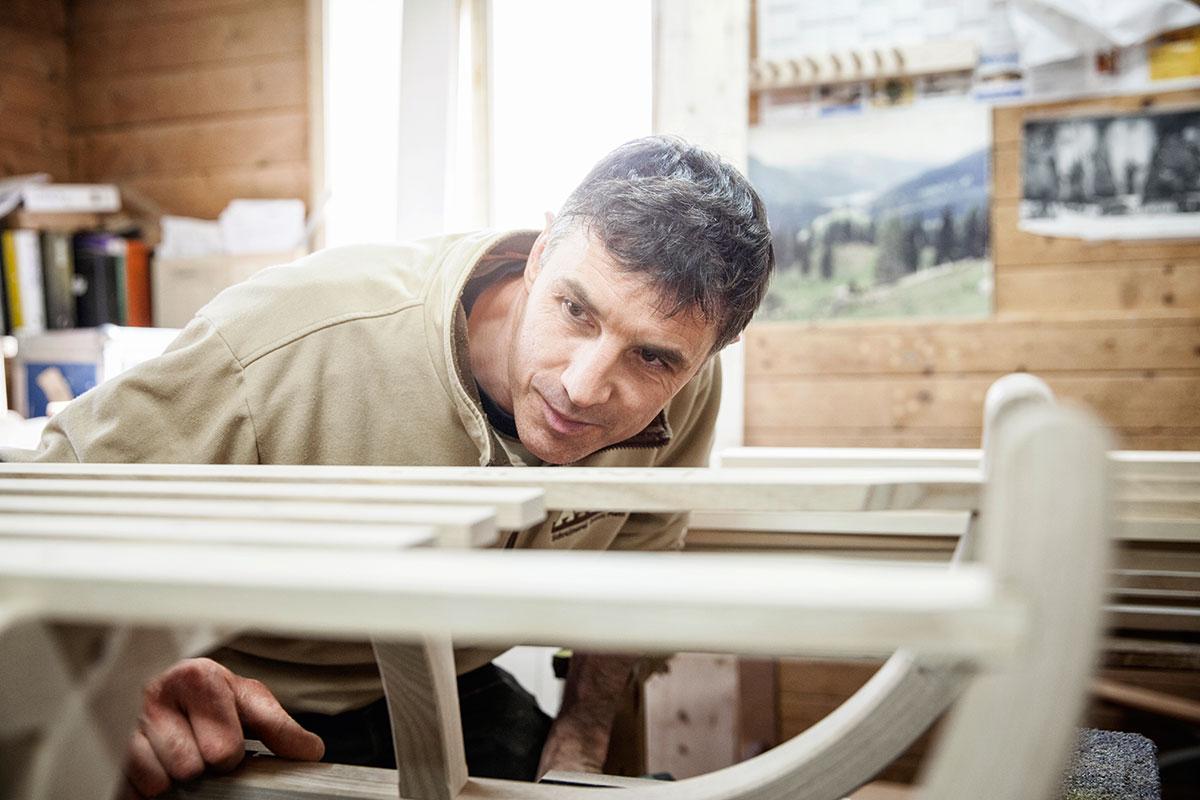 Davoser Schlitten – Auf zu neuen Kufen. Am Ende wird jeder Schlitten noch mal genaustens überprüft...