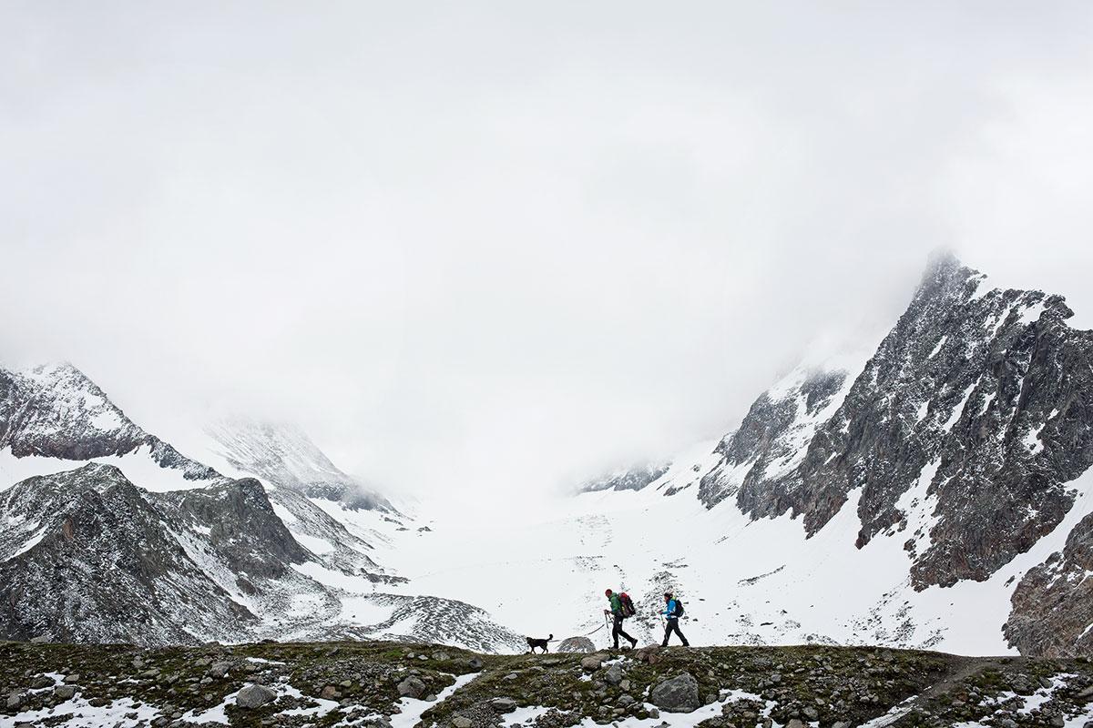 Hund & Hütte – Wandern mit Wau-Effekt. 1750 Meter Höhen-Differenz auf 11,4 Kilometer Länge – die dritte Etappe des Stubaier Höhenweges hat es in sich