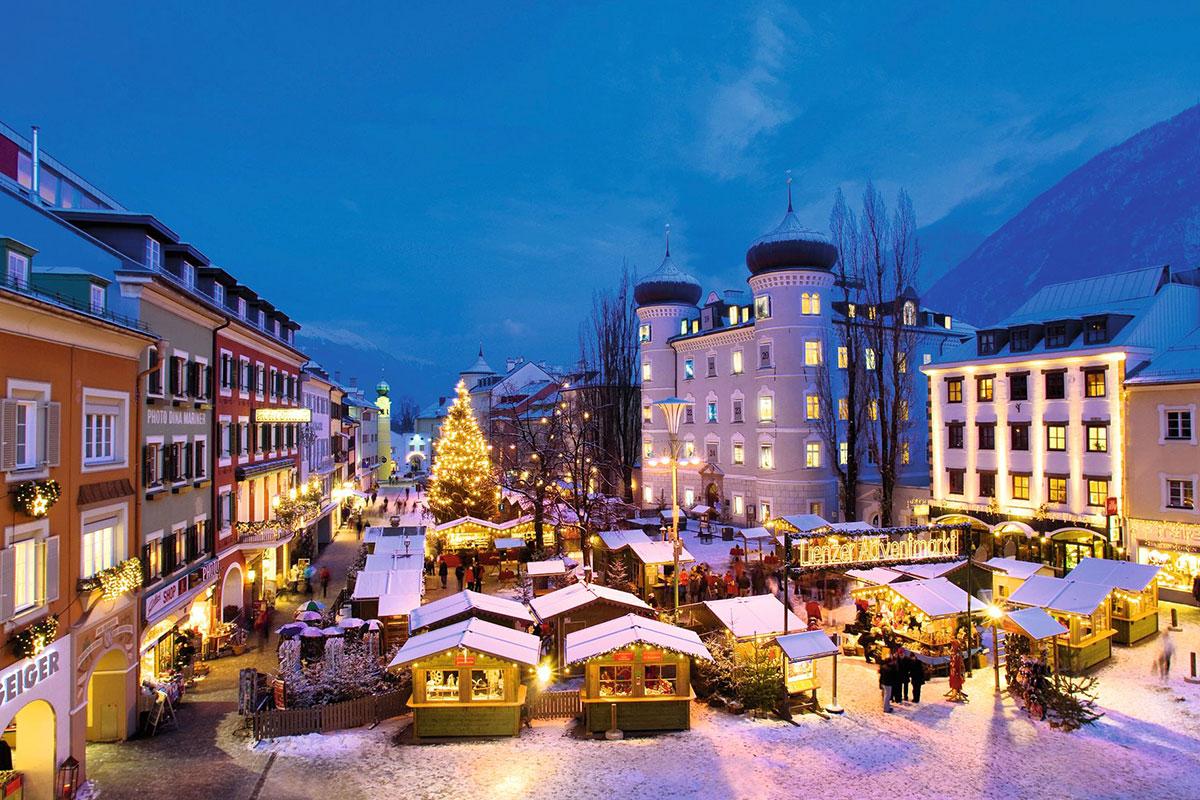 Acht der schönsten Adventmärkte in Tirol. Lienz: Kunst-Adventkalender