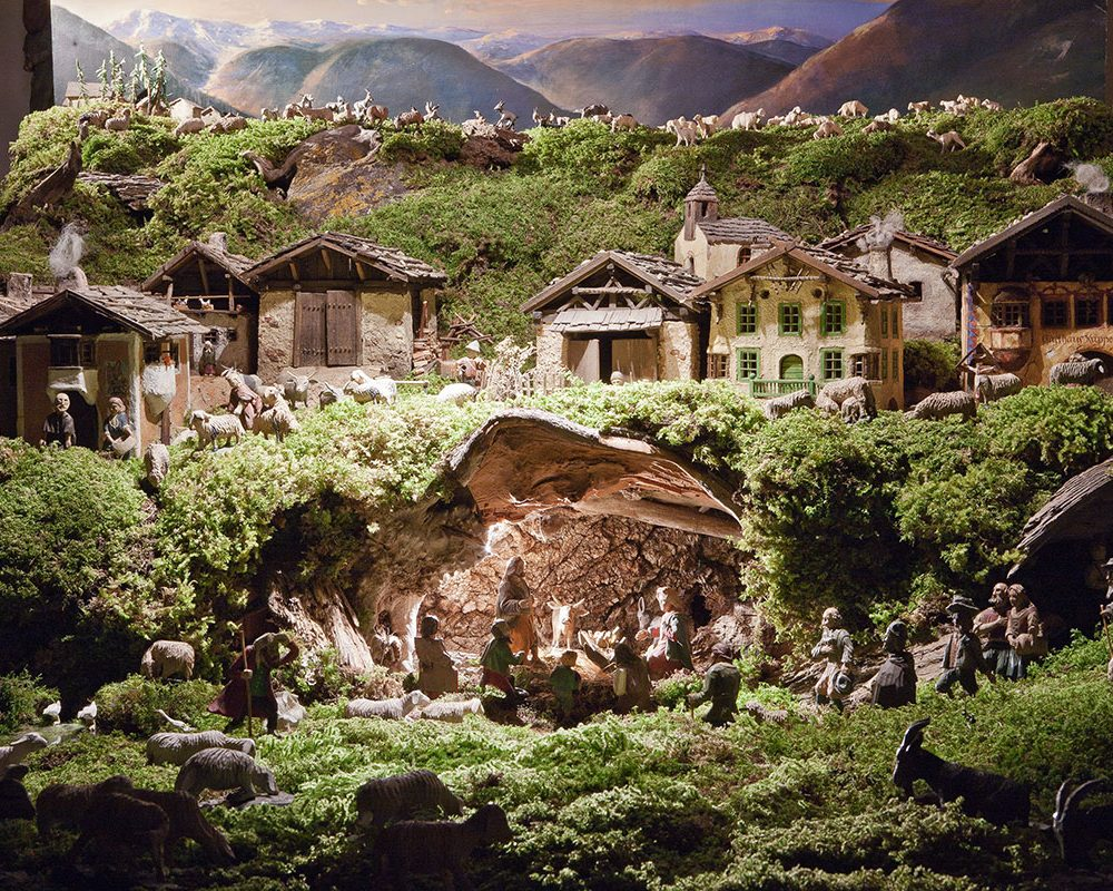Krippelezeit – Tiroler Krippentradition. Die Tiroler Krippentradition ist eine lange. Einer, der die Tradition des Krippenbaus fortführt, ist Franz Waldner.