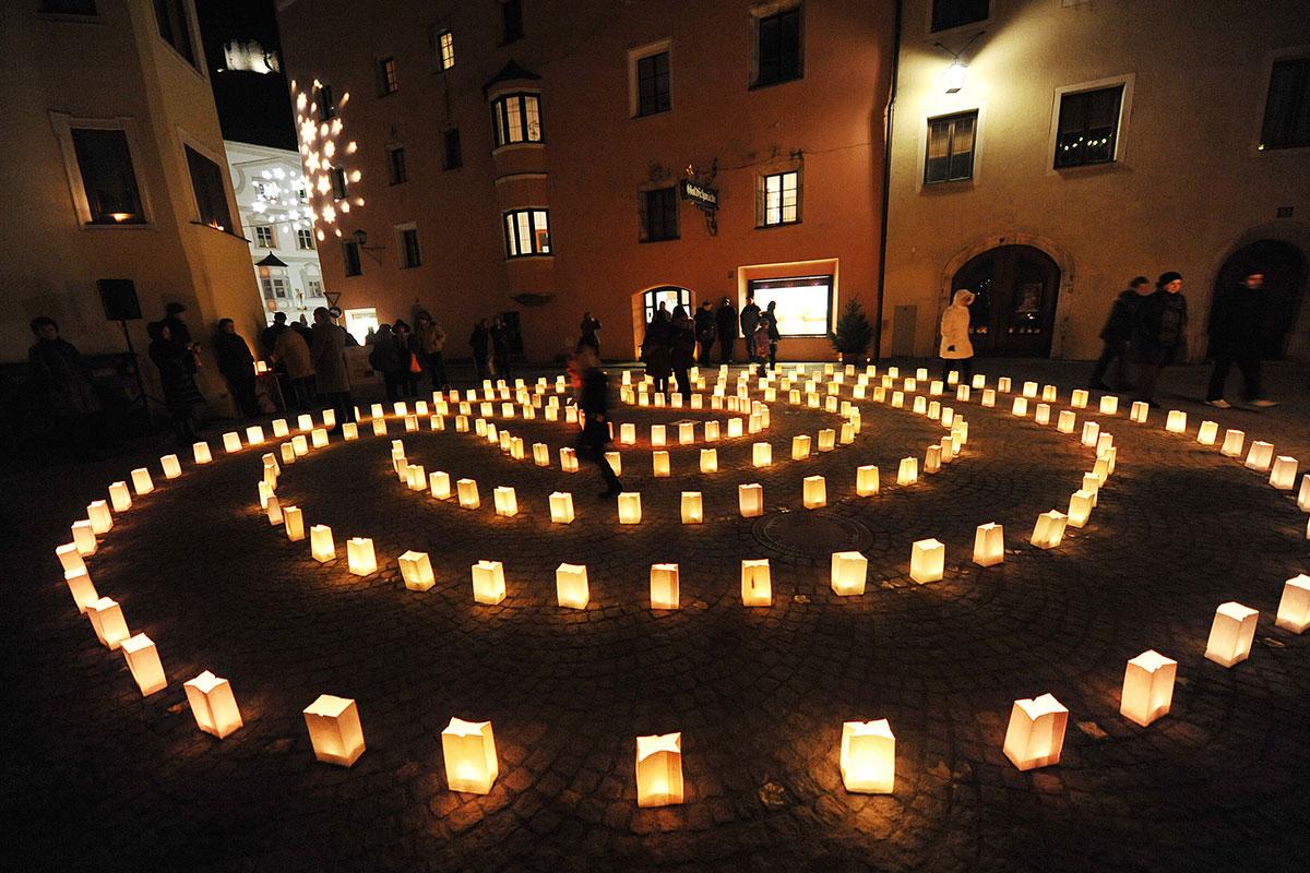 Acht der schönsten Adventmärkte in Tirol. Rattenberg: Kerzenschein und Konzerte