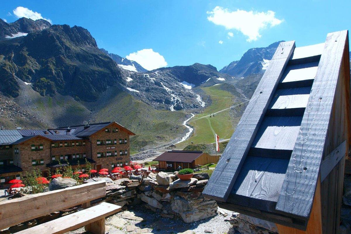 Im Sommer ist die Dresdner Hütte ein hervorragender Ausgangspunkt, um den Stubaier Höhenweg zu gehen. Die Dresdner Hütte – vor 142 Jahren die erste Schutzhütte im Stubaital