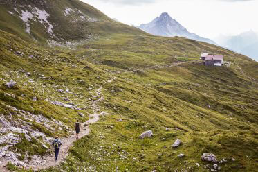 Warth-Schröcken – Alpines Wandern zu imposanten Felsriesen