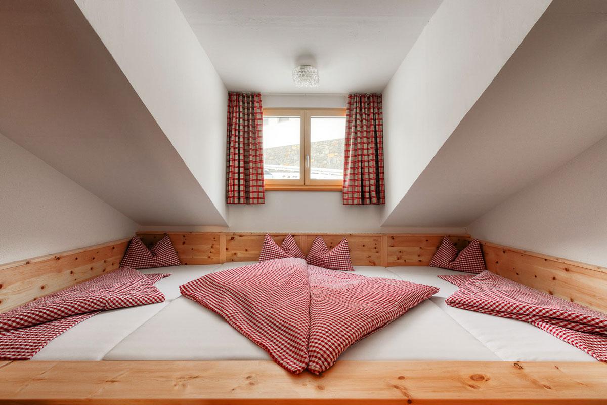 Das Kölner Haus – Halver Hahn und Rosenmontag oberhalb von Serfaus. Die Zimmer sind einfach, aber mit Liebe zum Detail eingerichtet.