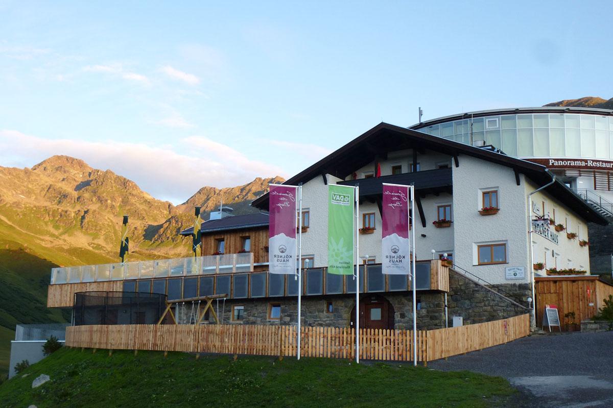 Das Kölner Haus – Halver Hahn und Rosenmontag oberhalb von Serfaus. Das Kölner Haus liegt auf 1.965 Meter an der Bergstation der Serfauser Komperdellbahn.