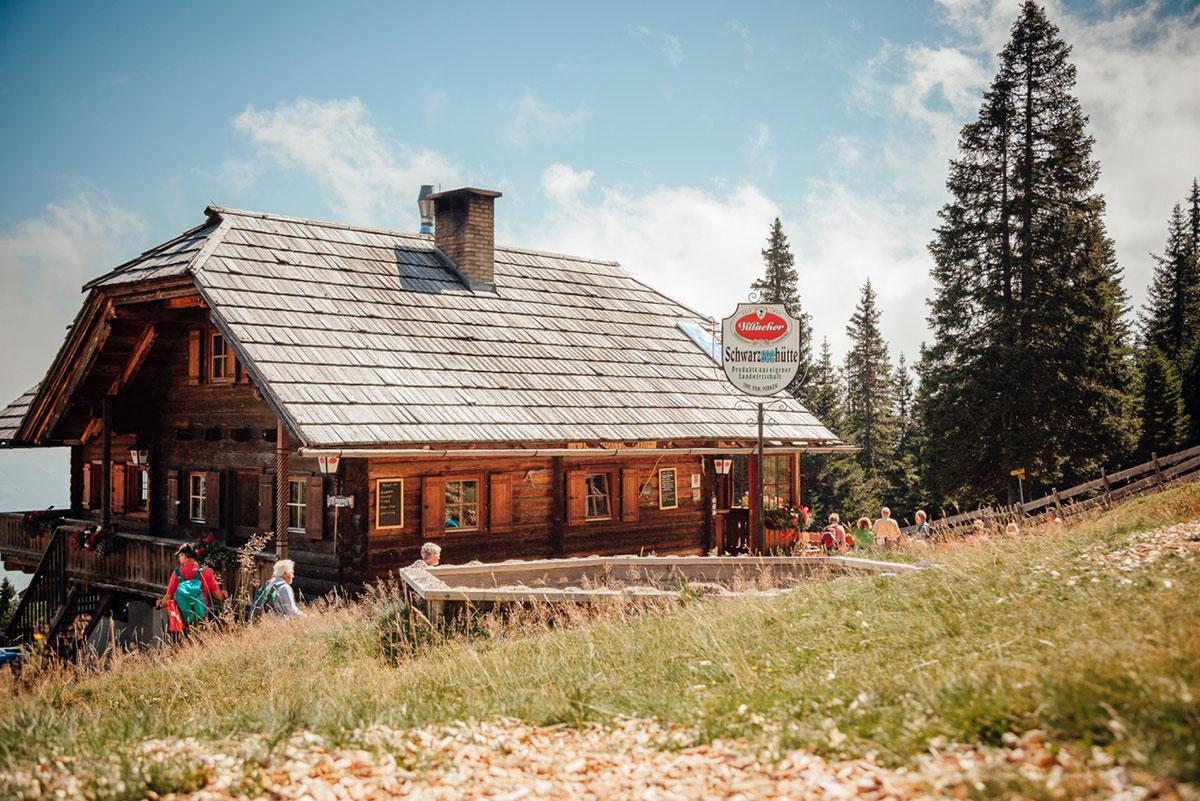 Villach, Faaker See,Ossiacher See – Von Brettjause bis Alpenzushi. Schwarzseehütte Villach: Nach einer schönen Wanderung auf der Alm schmeckt es am besten. Mit besten Zutaten, prächtigen Aussichten und Hüttenwirten aus Überzeugung