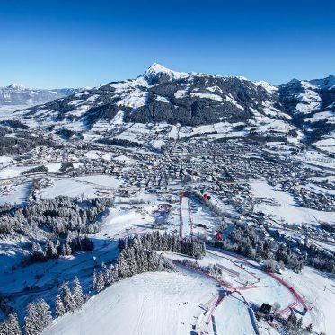 Die fünf außergewöhnlichsten Pisten in Tirol. Außerhalb der Weltcup-Zeit können auch Normalskifahrer die Streif fahren - allerdings ist sie dann etwas entschärft.