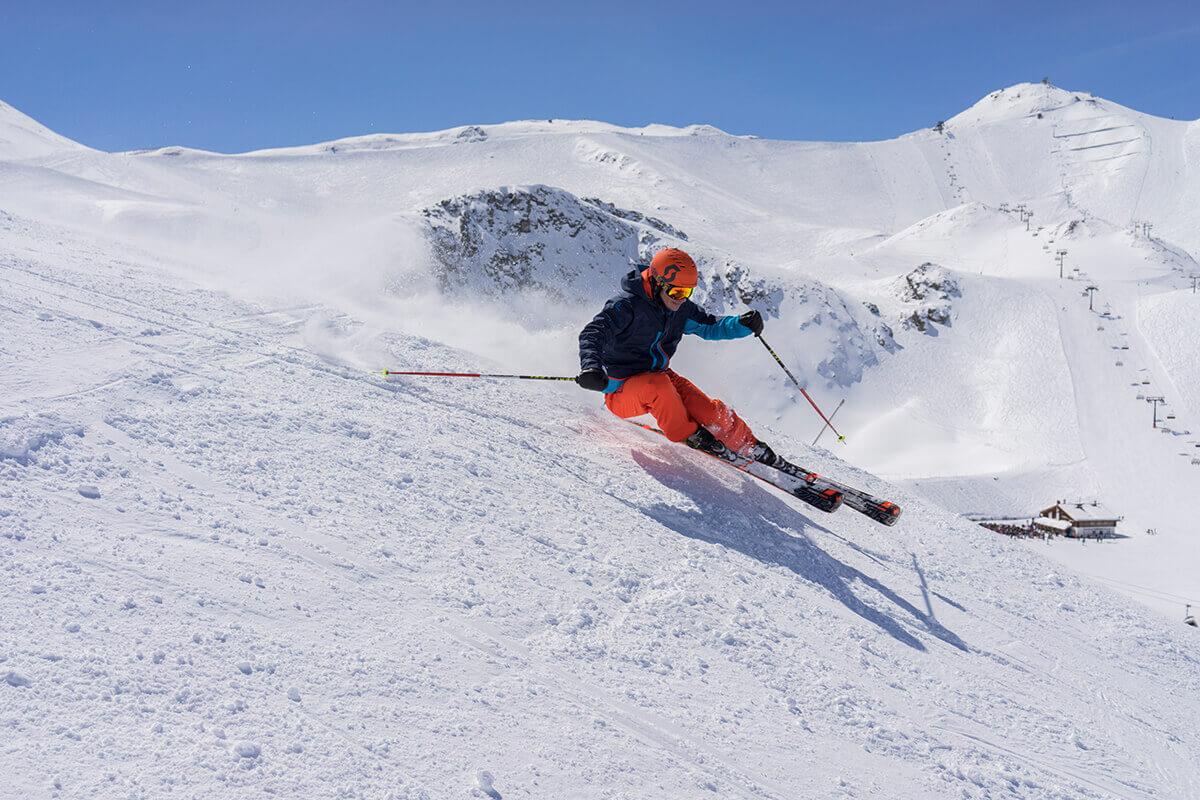 Die fünf außergewöhnlichsten Pisten in Tirol. Früher wurde in Paznaun Käse und Zucker geschmuggelt. Heute kann man auf Skiern die Grenze zwischen Österreich und der Schweiz überwinden.