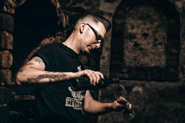 Rockabilly Weinkult – Rock & Reben. Tradition & Tattoos: Winzer René Pollak