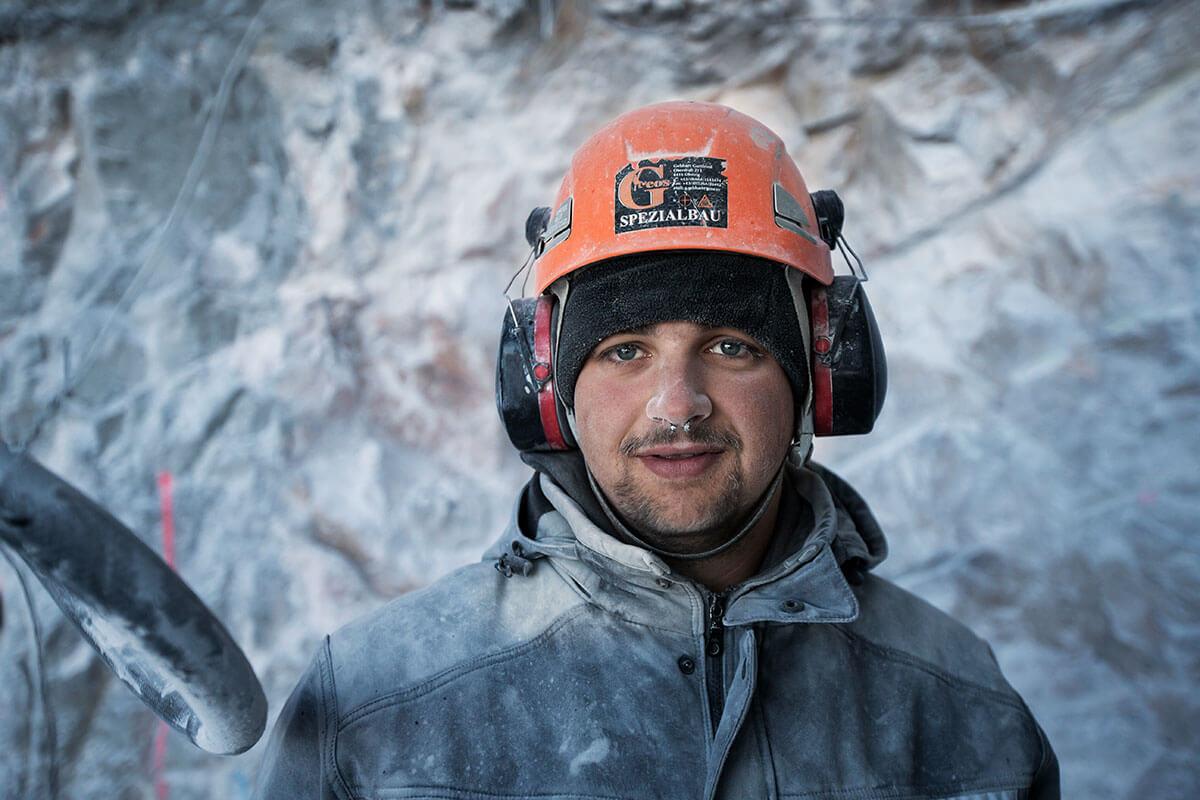 Seilbahn Zugspitze – Drahtseilakt. GEBALLTE LADUNG: Spezialarbeiter haben für die neue Bahn Tonnen an Felsmaterial weggesprengt