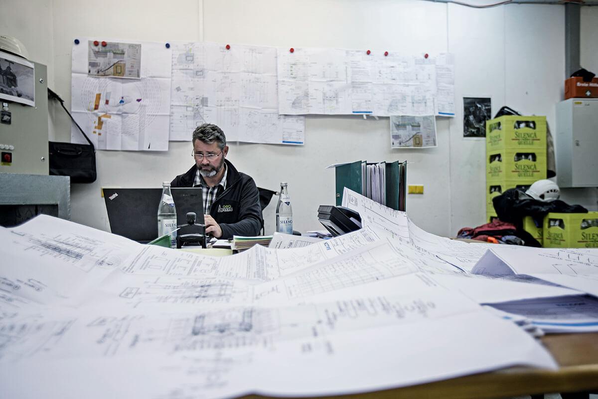 Seilbahn Zugspitze – Drahtseilakt. ALLES NACH PLAN: Im Projektraum der neuen Baustelle