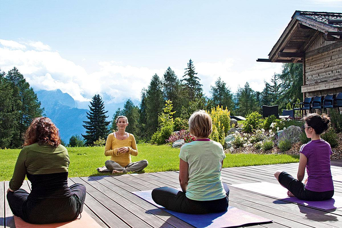 Yoga im Wallis – Alle guten Geister.