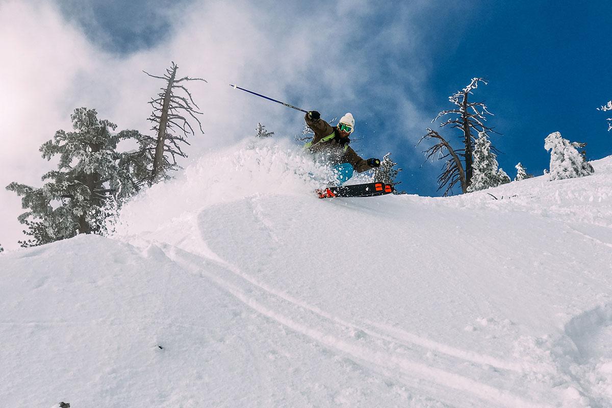 Souverän Tiefschneefahren. Der Deutsche Skilehrerverband gibt Tipps für einen gelungenen Start in die neue Tiefschneesaison