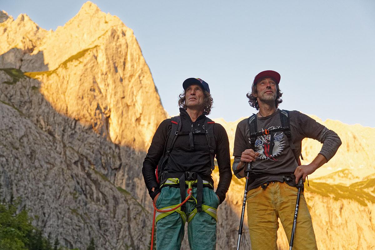 """Extrem-Klettern – Stefan Glowacz und die Schwarze Wand. Früher Kletterer fängt den Wurm: Stefan """"Glowi"""" Glowacz und sein Partner Markus """"Dorf"""" Dorfleitner (r.)"""