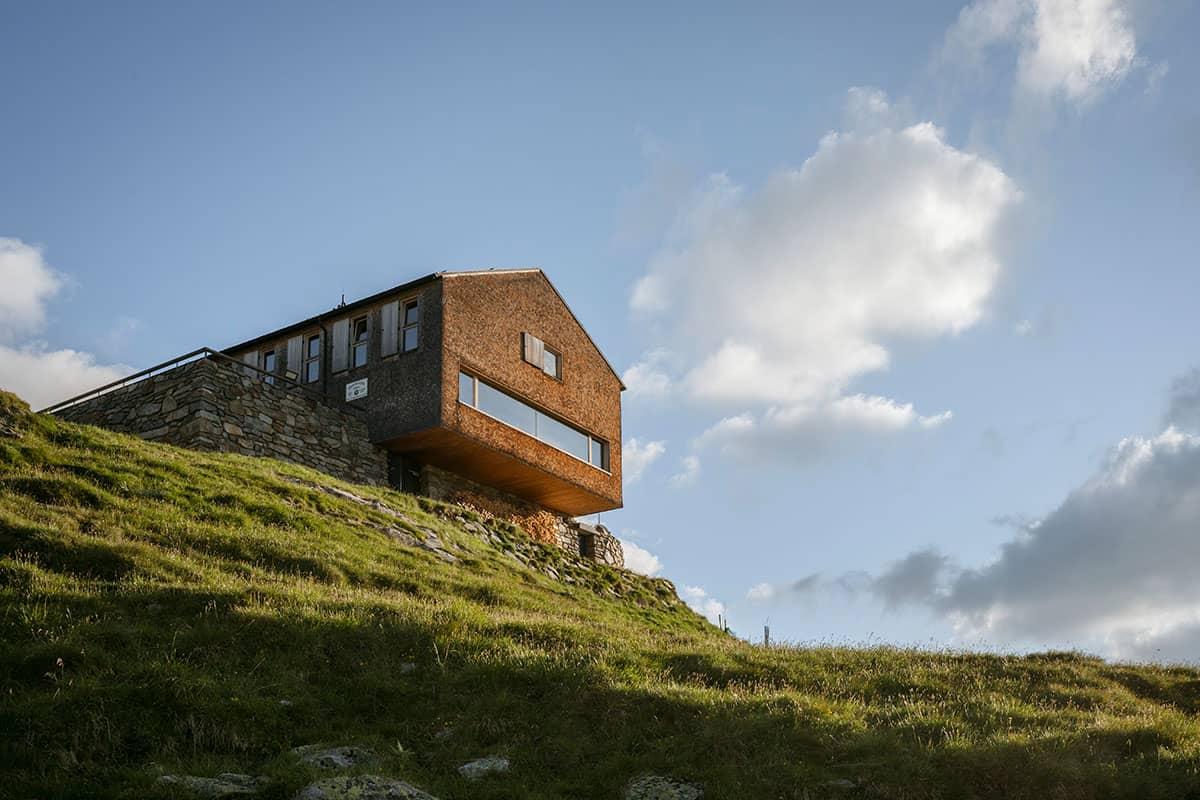 Vier Tirolerinnen und ihre Lieblingsplätze in der Heimat. Die Olperer Hütte liegt auf 2.389 Metern im Zillertal und wurde 2007 völlig neu aufgebaut