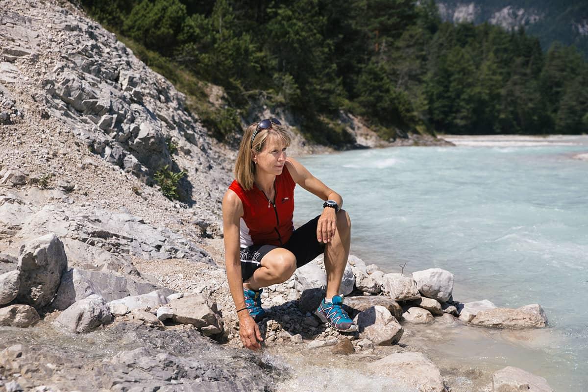 Fünf Tiroler Aktive, die ohne Bewegung in der Natur nicht leben können. Barbara Graf joggt gerne querfeldein, berghoch und bergrunter. Trailrunning nennt man das. In Scharnitz im Karwendel findet jedes Jahr ein großes Trailrunning-Event statt, an dem sie teilnimmt, der Karwendelmarsch.