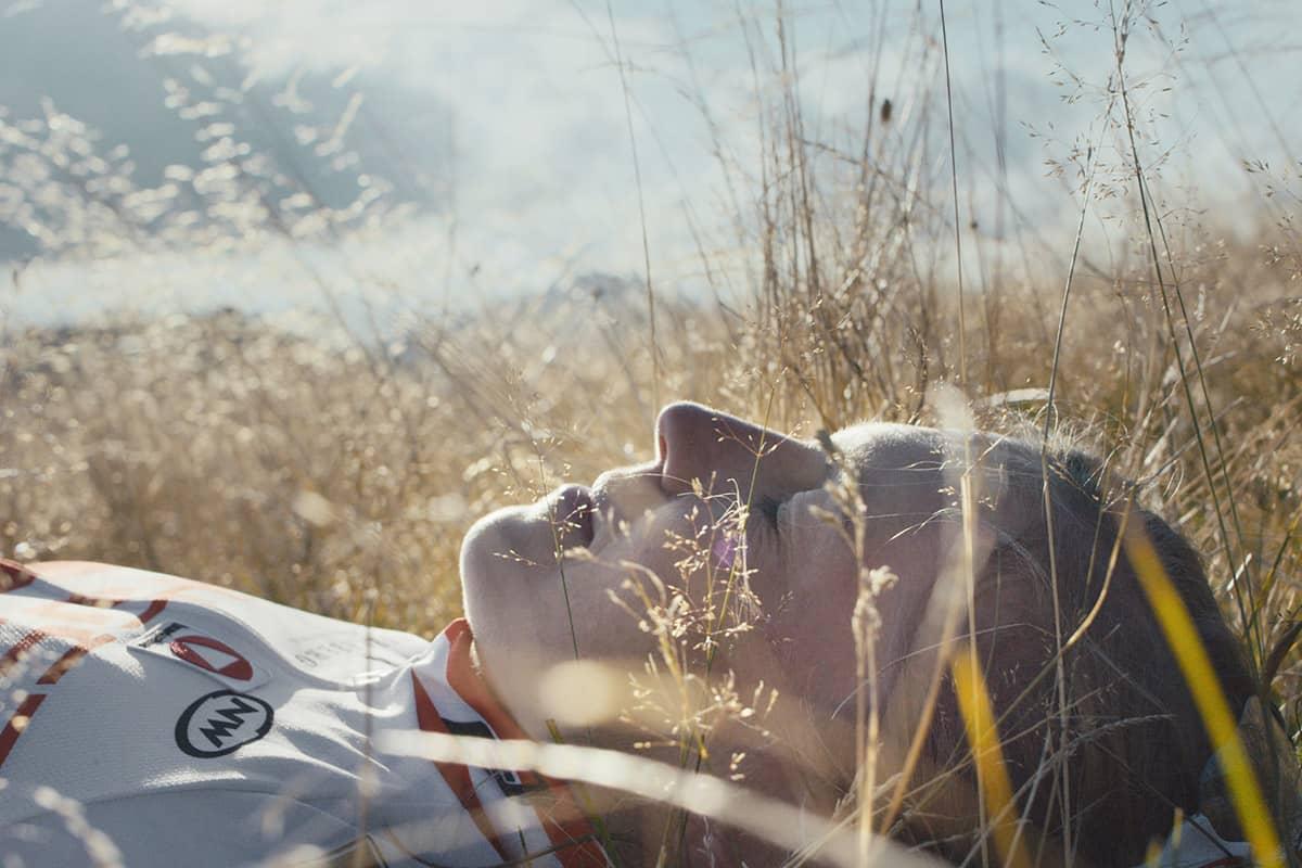Fünf Tiroler Aktive, die ohne Bewegung in der Natur nicht leben können. Obwohl Lisi Osl mit ihrem Bike schon fast überall runtergefahren ist, gefällt es ihr zum Biken in Tirol doch am besten. Am Gaisberg wurde sogar ein Trail nach ihr benannt.