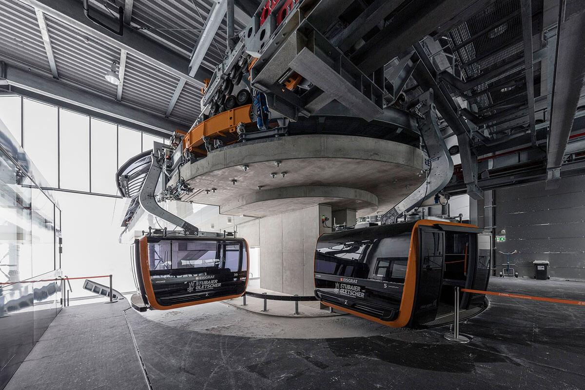 Vier Tiroler und ihre Berufe im Winter. Beim Bau der neuen Eisgratbahn war Schulze von Anfang an mit dabei, sie kennt die Bahn in- und auswendig