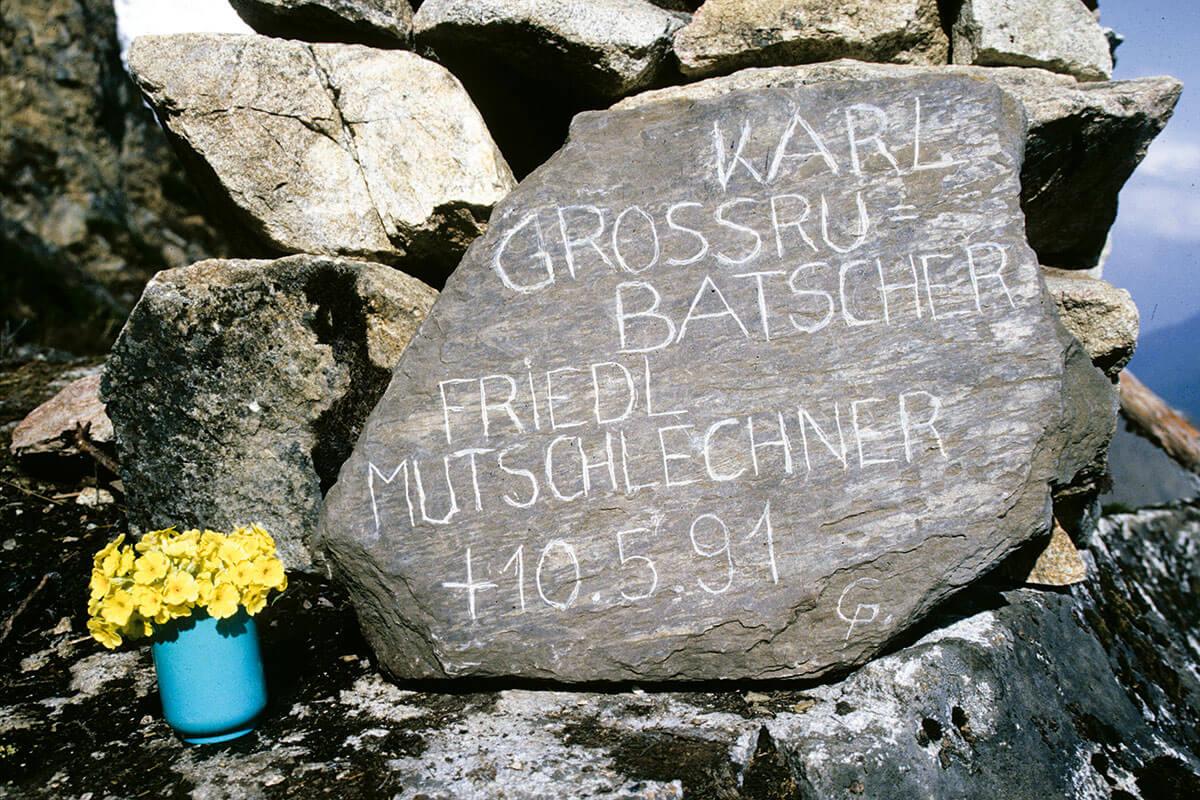 Am 10. Mai 1991 verlor Kammerlander Karl Grossrubatscher und Friedl Mutschlechner am Manaslu. Ende 2017 missglückte erneut der Versuch, ihn zu besteigen