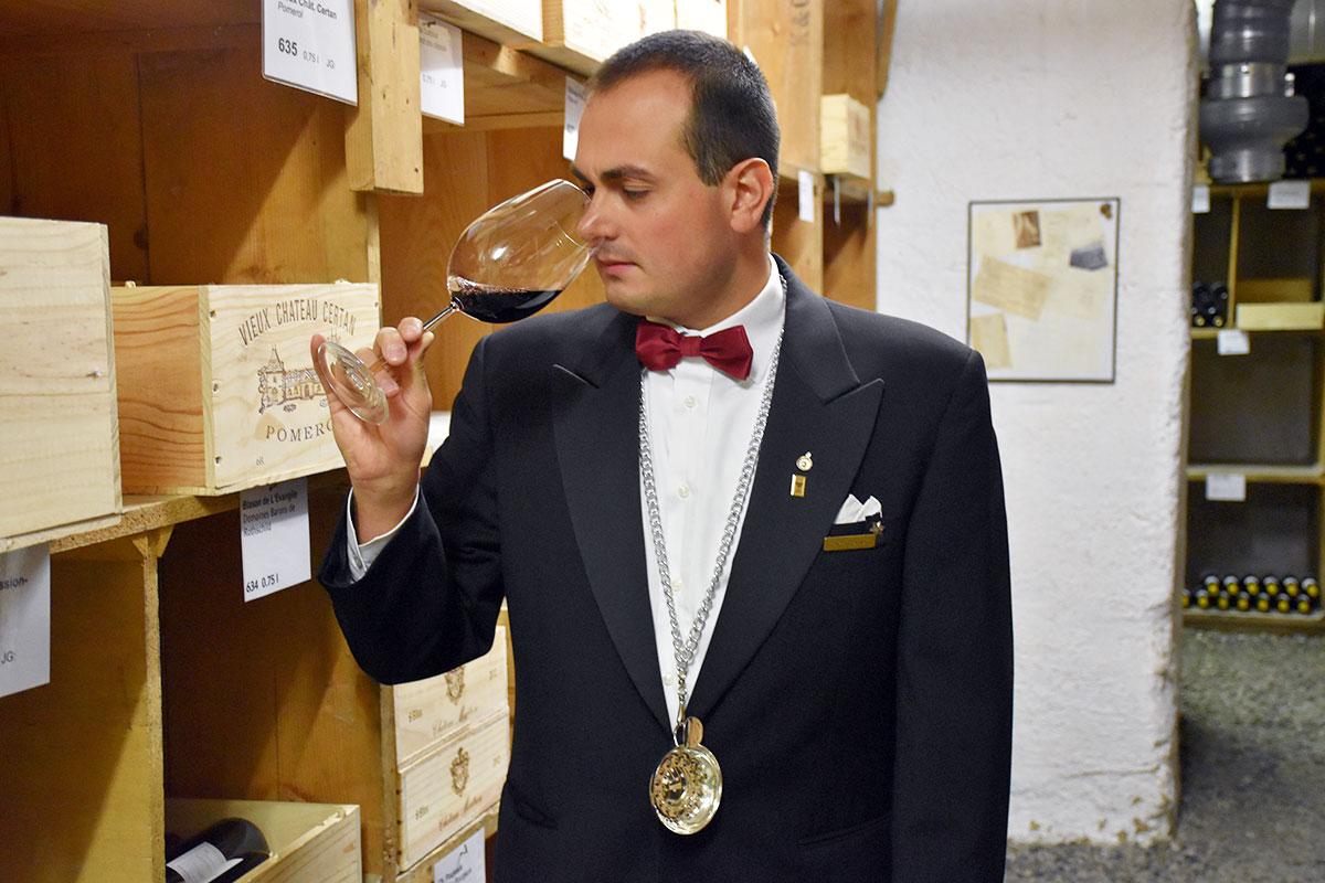 Öffnet manchmal eine Flasche Weißwein für 8300 Franken: Luca Romei, Chefsommelier hat eine gute Nase für edle Tropfen