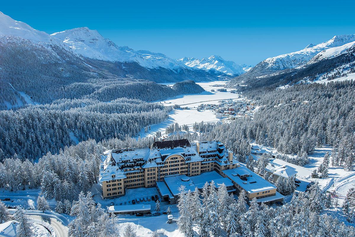 Suvretta House – Grandezza mit Bauchgefühl. Das stilvolle Grandhotel Suvretta House wurde 1911 vom Schweizer Hotelpionier Anton Bon erbaut und ist bis zum heutigen Tag im Besitz der Familie Candrian-Bon. Es befindet sich an einzigartiger und ruhiger Lage, am legendären Suvretta-Hang von St. Moritz.