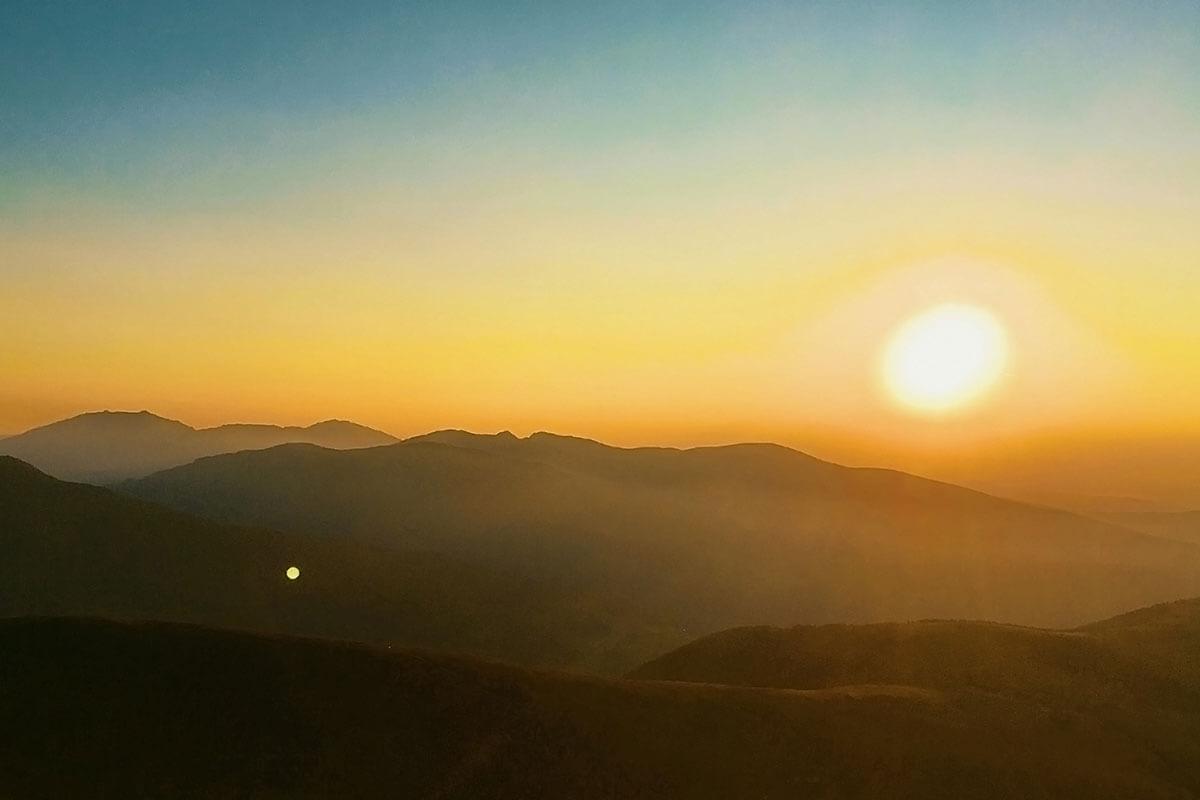 Ein wunderschöner Sonnenaufgang in den Nockbergen. Nockberge Osttirol Falkert. Sonnenaufgang