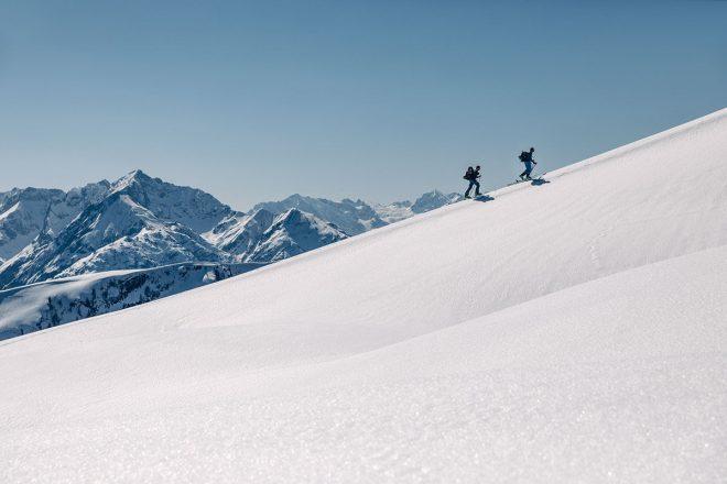 Allgäu / Hermann von Barth-Hütte / Skitour. Kein Lift, keine Piste – nur der Berg und man selbst. Skitourengeher erfahren die Schönheit der winterlichen Alpen ganz unmittelbar