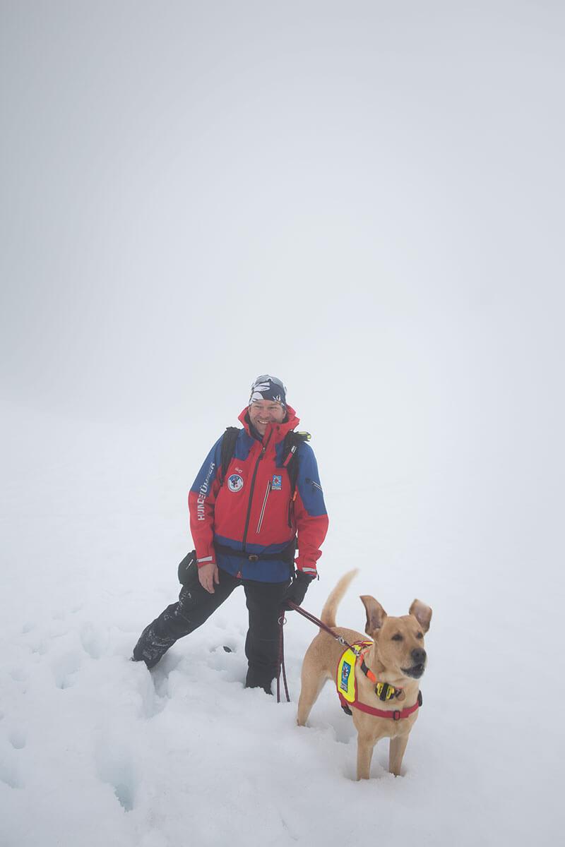 Richtiger Riecher: Gernot Kammerer hat seinen Hund Xaver vier Jahre bei der Ausbildung zum Suchhund begleitet