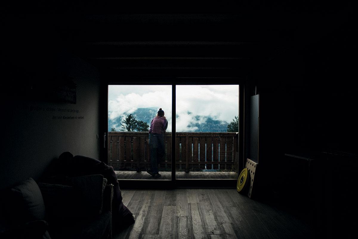 In ihrem Elternhaus in Gummer schaut die derzeit wohl beste Bergsteigerin der Welt aufs Schwarz-Weißhorn