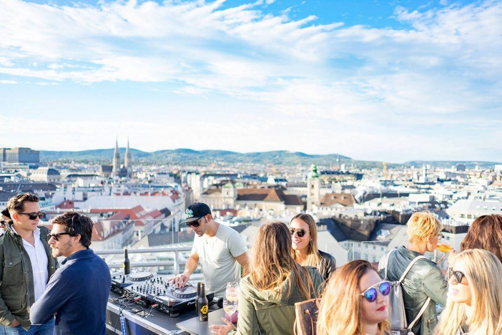 Pop-Up-Bar im Hochhaus Herrengasse