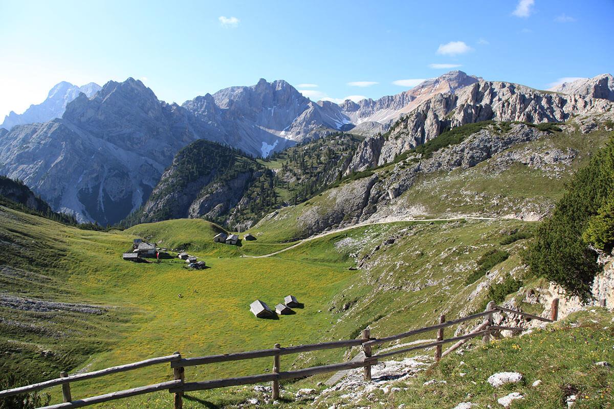 Fojedöra Alm. Versteckte Bergseen und beeindruckende Aussichten – Fünf Geheimtipps für Sommerwanderungen in Südtirol