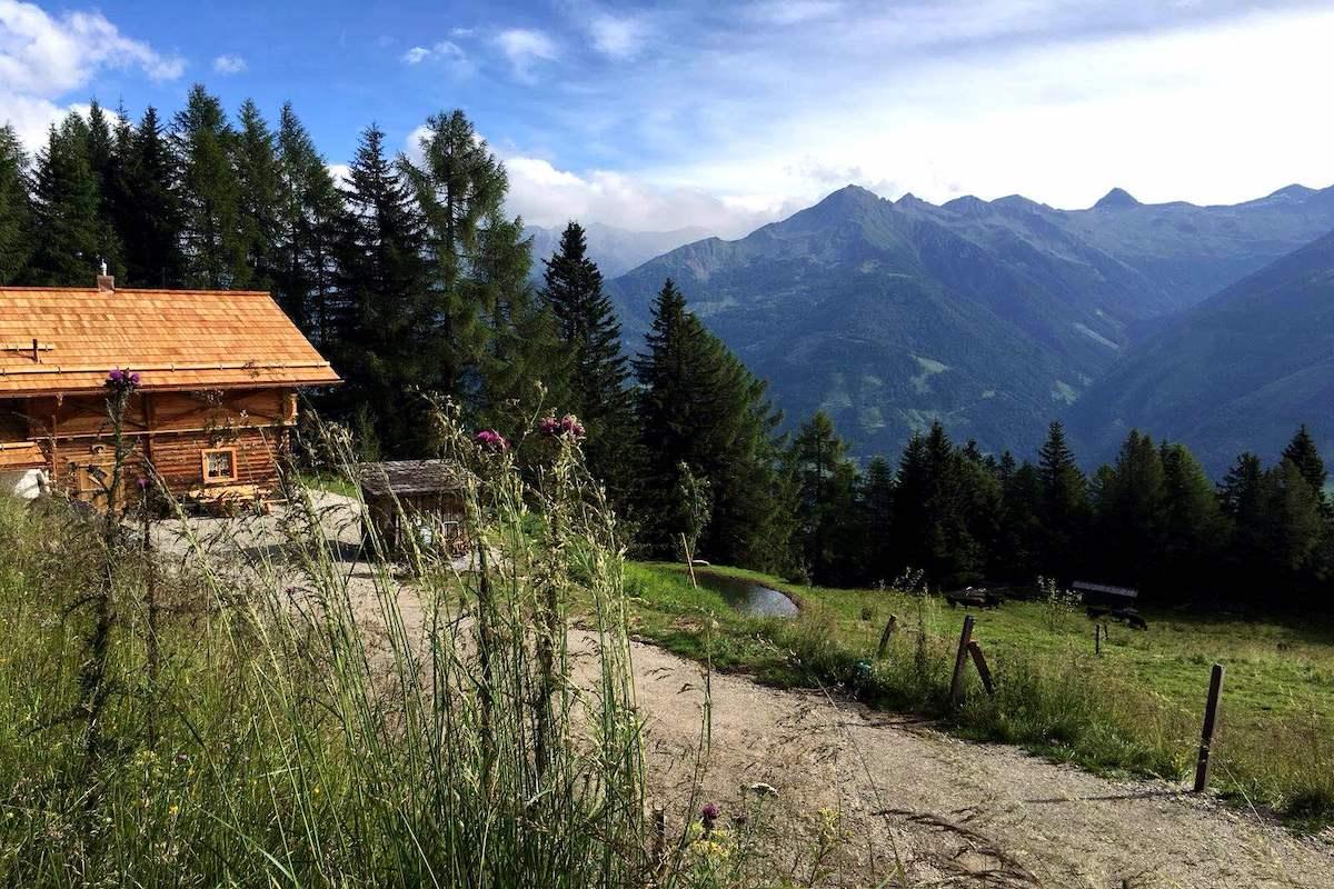 Das Bergchalet Moserhof liegt in absoluter Alleinlage auf 1600 Metern mit einem traumhaften Weitblick.