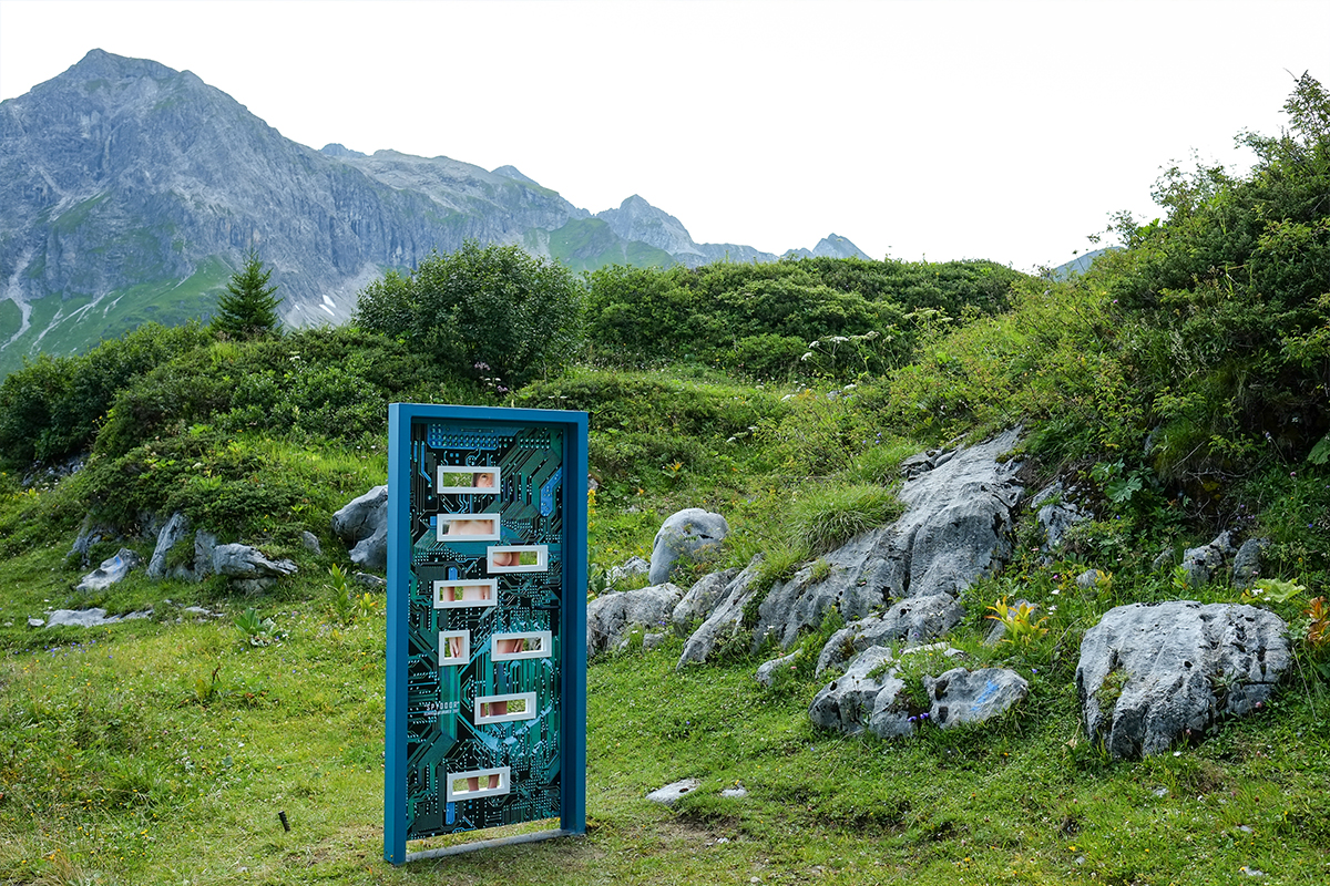 Die Tür des Tiroler Künstlers Reinhold Neururer