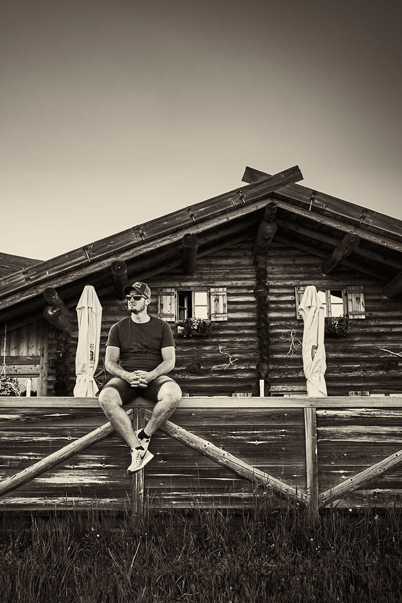 """Dominik Paris oben im Skigebiet Schwemmalm. """"Das Ultental hat die schönsten Berge der Welt"""", sagt der 30-jährige Familienvater"""