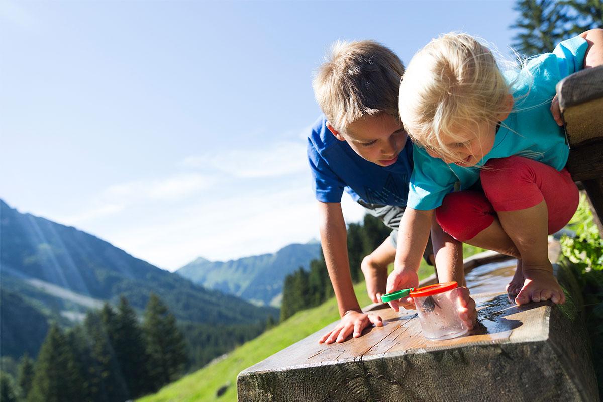 Kinder spielen Fluchtalpe
