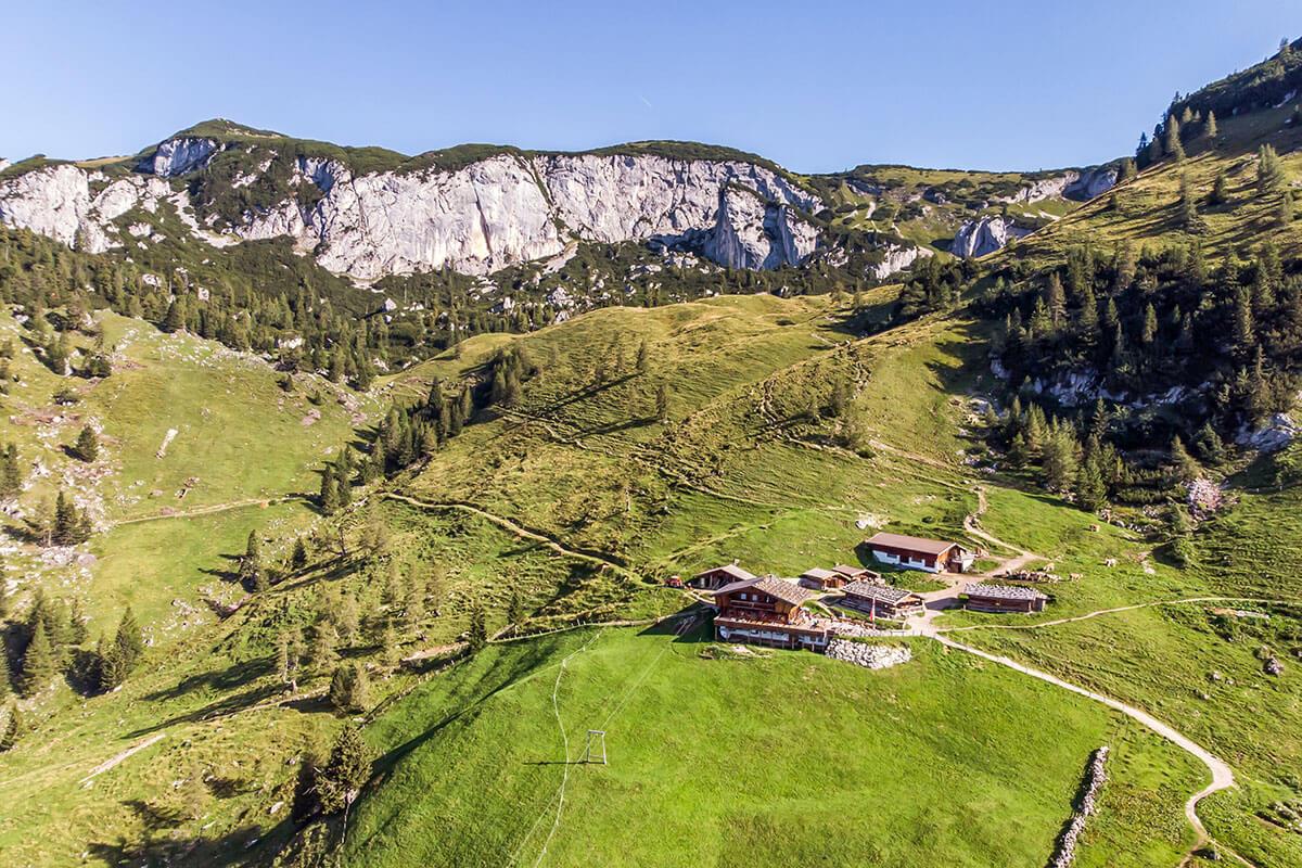 Die Dalfaz Alm ist eine von drei Übernachtungsmöglichkeiten am Berg