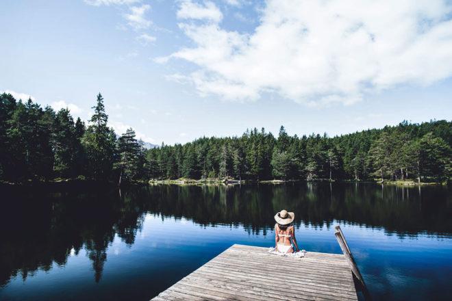 Der Möserer See liegt zwischen Telfs und Seefeld – auf fast 1.300 Meter Seehöhe