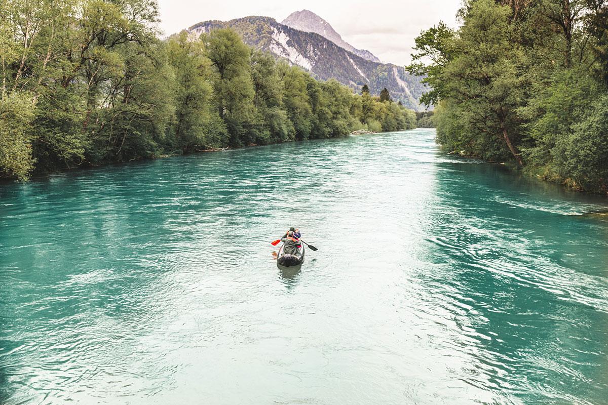 Mit dem Paddel auf der längsten Flusswanderung Mitteleuropas. Foto: © TV Gesäuse-Thomas Sattler