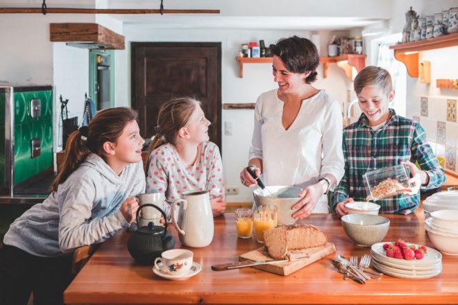 Annabelles Winter Kochbuch. Anabelle und ihre Kinder in der Küche