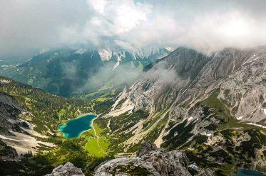 """Abenteuerliche Steige, idyllische Bergseen und ein wilder Felsengipfel – Über den Hohen Gang auf den """"Vorderen Drachenkopf"""""""